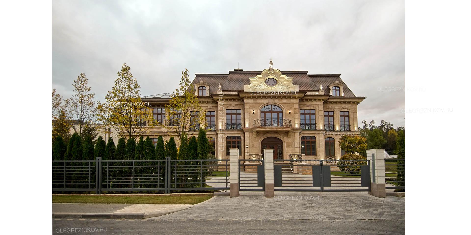 Фасад классического особняка